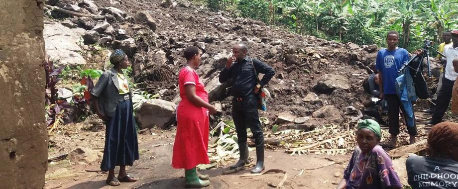 Staff from The ResilientAfrica Network (RAN), School of Public Health, College of Health Sciences (CHS) meet with landslide-hit communities in Bushenyi as part of Community Engagement for Resilience