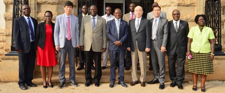 Vice Chancellor-Prof. Barnabas Nawangwe (C) flanked by L-R: Dr. Gilbert Maiga, Dr. Evelyn Kigozi, Prof. Soon Yong Park, Prof. Tonny Oyana, Prof. Dongik Lee, Mr. Yoon Jung Tae, Mr. Goddy Muhumuza, Dr. Agnes Rwashana Semwanga and other CoCIS staff (rear) after Mak signed an IT Collaboration MoU with Kyungpook National University-KNU, Daegu, Korea on 15th January 2018, Makerere University, Kampala Uganda.