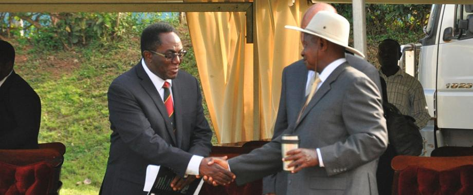 President Museveni (Right) shakes Vice Chancellor Prof. John Ddumba-Ssentamu's hand at the conclusion of his visit on 12th September 2014, Makerere University, Kampala Uganda